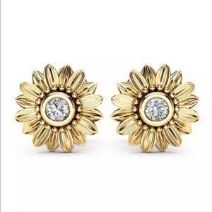 Beautiful Gold Flower / Sunflower Stud Earrings